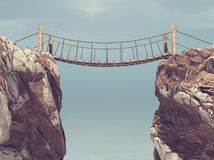 老桥梁在两个大岩石之间 免版税库存照片