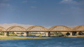 老桥梁在伊拉克 免版税库存照片