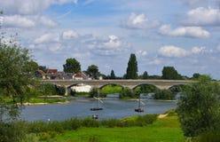 老桥梁在布卢瓦,卢瓦尔河,法国谷  免版税库存图片