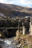 老桥梁在达吉斯坦老村庄 免版税图库摄影