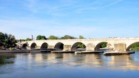老桥梁在雷根斯堡,德国 库存图片