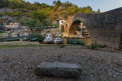 老桥梁在黑山,石头的秀丽 免版税库存图片