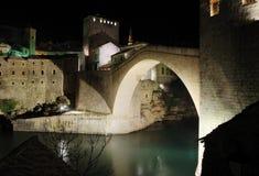 老桥梁晚上 库存照片