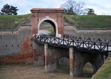 老桥梁从18世纪,彼得罗瓦拉丁堡垒,诺维萨德,塞尔维亚 免版税库存照片