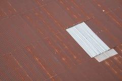 老棕色工厂屋顶 免版税库存照片