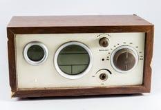 老棕色收音机在亚洲。 库存照片
