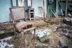 老椅子-需要的住所改善 图库摄影