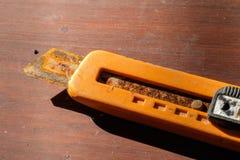 老橙色切削刀 免版税图库摄影