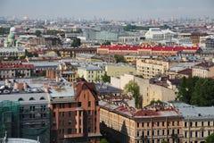 老欧洲城市看法从高度的鸟的飞行 圣彼得堡,俄罗斯,北欧 免版税库存照片