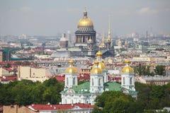 老欧洲城市看法从高度的鸟的飞行 圣彼得堡,俄罗斯,北欧 图库摄影