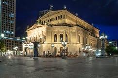 老歌剧院(Alte操作)在法兰克福在晚上 库存照片