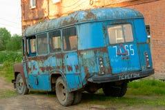 老残破的公共汽车 库存图片