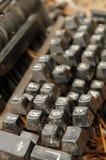 老残破的多灰尘的keybord 免版税库存图片