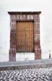 老殖民地窗口在圣米格尔德阿连德 免版税图库摄影