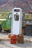 老气体加油站 库存图片