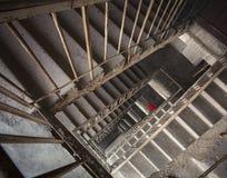 老水泥楼梯 浅深度的域 免版税库存图片