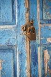 老江边房子快门和挂锁米科诺斯岛镇希腊 库存图片