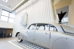 老汽车在博物馆 库存图片