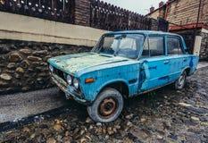 老汽车在西格纳吉 免版税库存图片