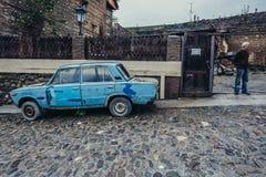 老汽车在西格纳吉 库存照片