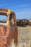 老汽车坟园 库存照片