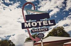 老汽车旅馆标志 库存图片