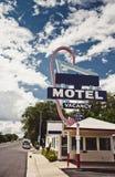 老汽车旅馆标志 免版税库存图片