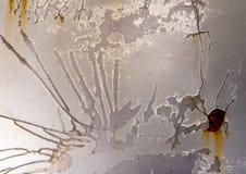 老汽车油漆表面崩裂了并且瓦解了 免版税库存照片