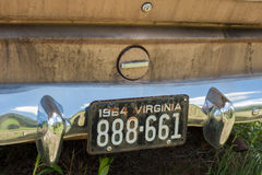 老汽车由路的边停放了 免版税库存图片