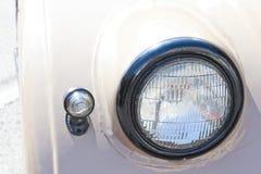 老汽车车灯 减速火箭的样式 库存图片