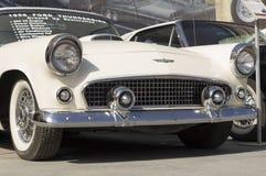 老汽车Ford Thunderbird 1956发行 免版税库存图片