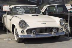老汽车Ford Thunderbird 1956发行 库存照片