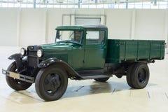 老汽车GAZ的展出品在陈列的 免版税库存照片
