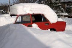 老汽车Lada和它的前停车处 免版税库存照片