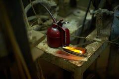 老油瓶子在工厂 免版税库存照片