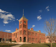 老法院大楼旗竿 库存照片