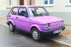 老波兰汽车Polski 126p停放的菲亚特 免版税库存照片