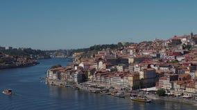 老波尔图波尔图市和Ribeira全景在杜罗河河从加亚新城,葡萄牙Timelapse日落 股票视频