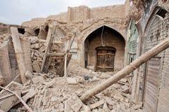 老波斯义卖市场的被毁坏的大厦和商店在伊斯法罕,伊朗 免版税图库摄影