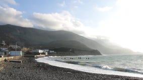 老海滩在村庄 阿斯图里亚斯cudillero捕鱼西班牙村庄 股票录像