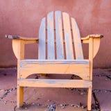 老海滩睡椅 免版税库存图片