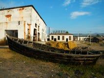 老海滩小船 免版税图库摄影