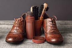 老清洗成套工具的鞋子和鞋子 免版税库存图片