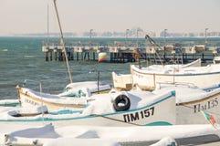 老渔夫` s码头在波摩莱,保加利亚,冬天 免版税库存照片
