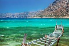 老渔桥梁。Balos海湾,克利特,希腊。 免版税库存图片