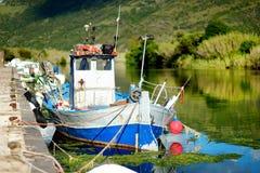 老渔船在撒丁岛 图库摄影