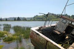 老渔船在Reedsport,俄勒冈 免版税库存图片