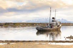 老渔船ushuaia 库存图片