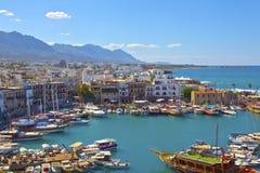 老港口在凯里尼亚,塞浦路斯。 免版税库存照片