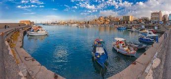 老港口,伊拉克利翁,克利特,希腊全景  图库摄影